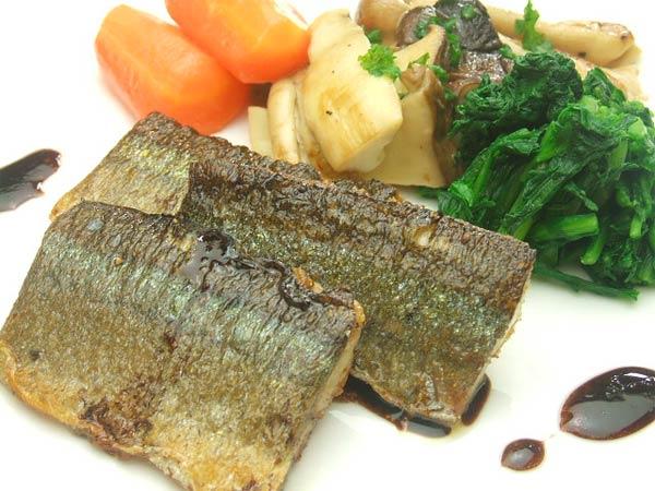 はちみつを使ったアイデアいろいろユーカリ蜂蜜ペパーミントで作る秋刀魚のポアレバルサミコ酢風味2
